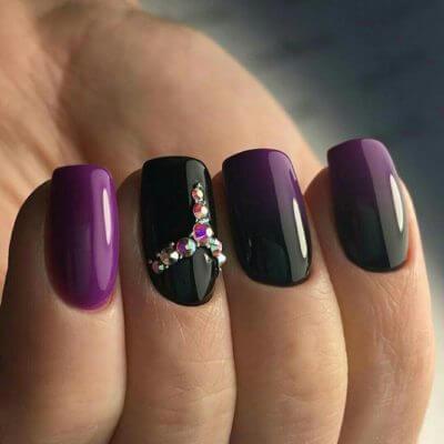 Маникюр на короткие ногти в оттенках фиолетового и градиентом