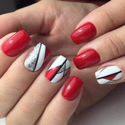 Красно-белый маникюр с геометрией