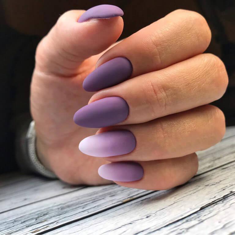 Маникюр омбре в фиолетовом цвете