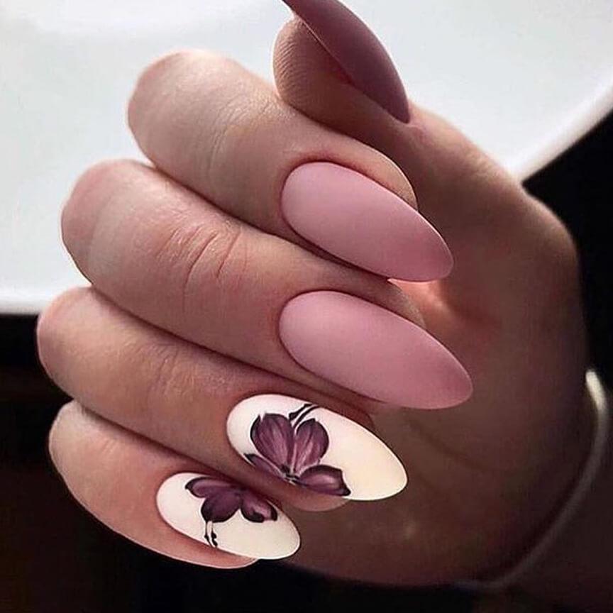 Маникюр в розовом цвете с цветочками