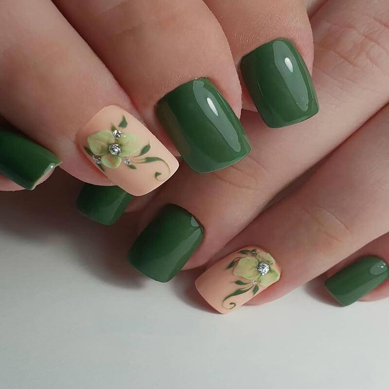 Маникюр на квадратные ногти с цветами