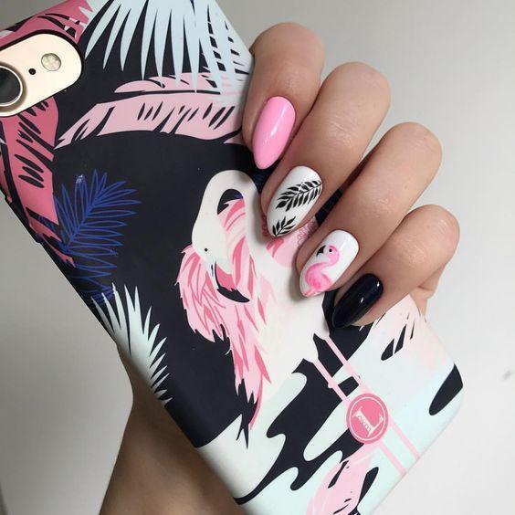 Классный дизайн ногтей с фламинго