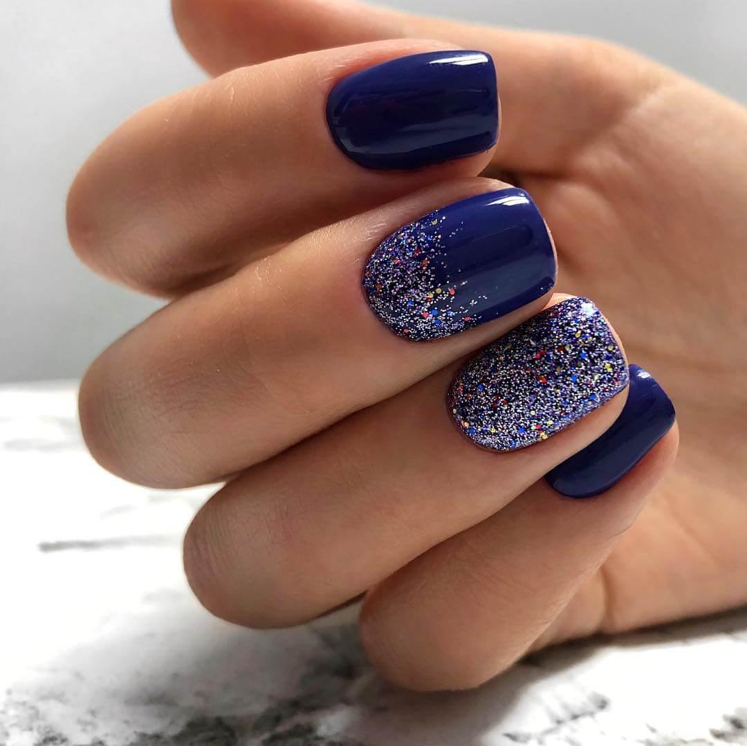 Насыщенный дизайн в синем цвете с блестками