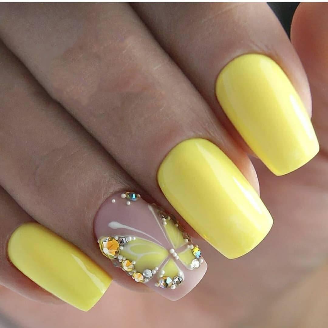 Желтый маникюр с бабочкой