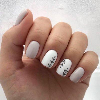 Белый с серым