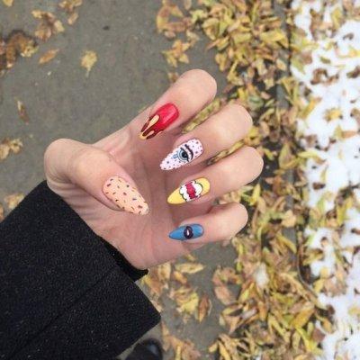 Необычный дизайн ногтей комиксы