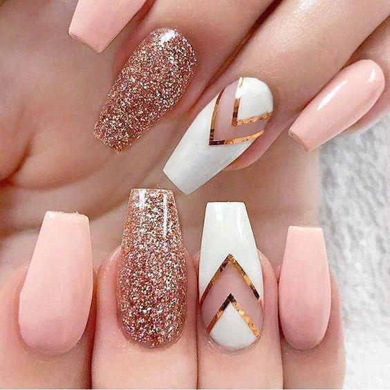 Розовые длинные ногти