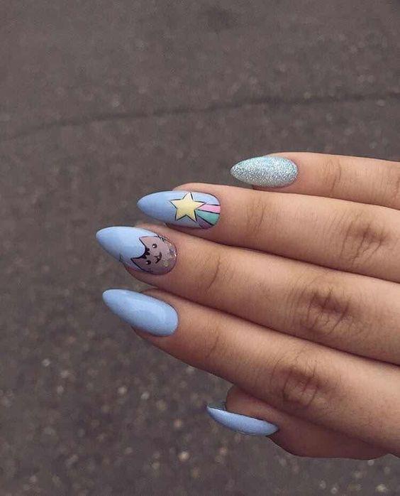 Необычный дизайн ногтей синий