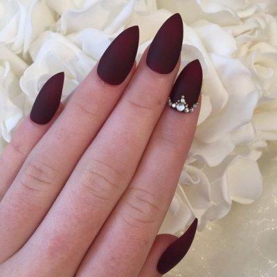 Бордовый маникюр длинные ногти