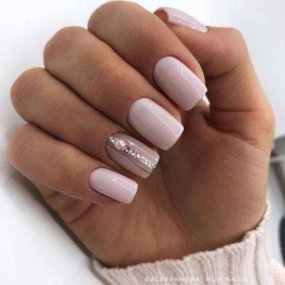 Квадратные ногти нежный маникюр