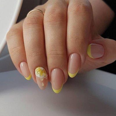 Маникюр с рисунком желтый френч