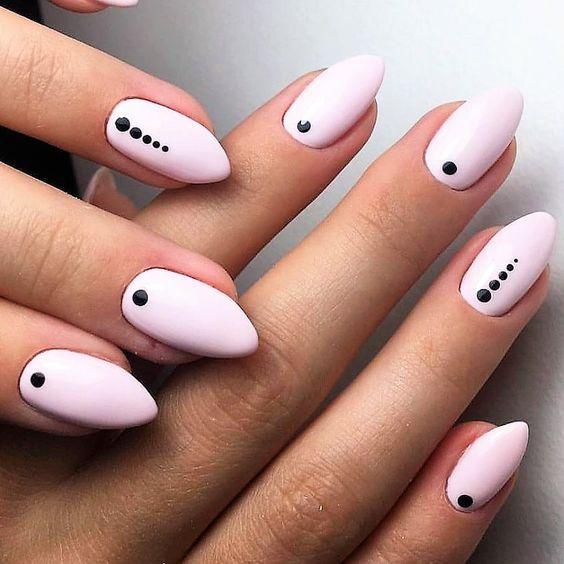 Маникюр с точками розовый
