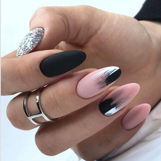 Черно — розовый маникюр