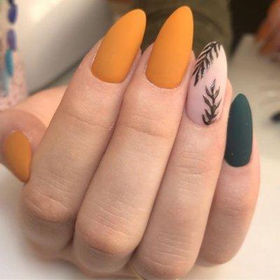 Оранжевый маникюр с черным, дизайн листья