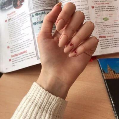 Маникюр с сердечком на нежные ногти
