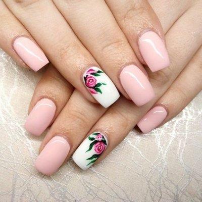 Маникюр со слайдером розовый с цветком