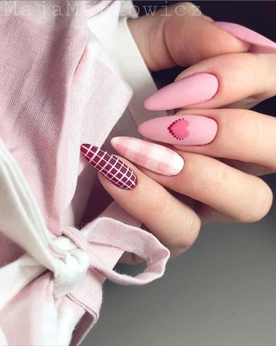 Маникюр с сердечком розовые ногти