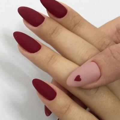Маникюр с сердечком на красные ногти