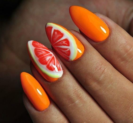 Оранжевый маникюр с грейпфрутом