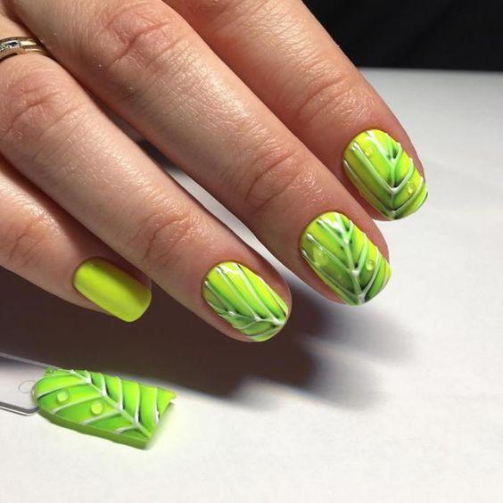 Салатовый цвет маникюра с листьями