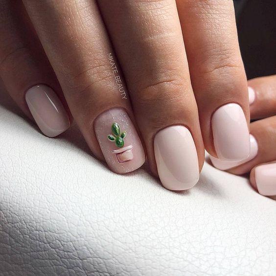 Маникюр с кактусом нежный