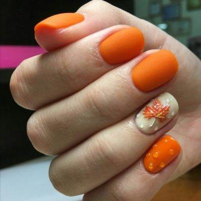 Оранжевый маникюр с дизйном