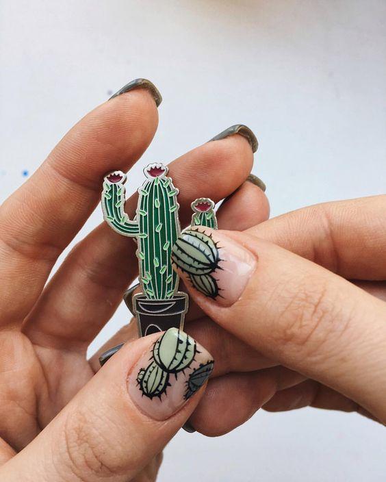 Маникюр с кактусом