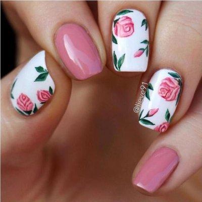 Маникюр с цветками розовый