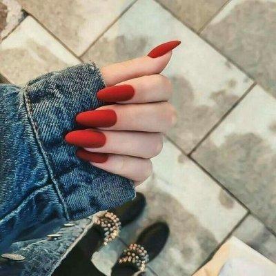 Однотонный маникюр красный на длинные ногти