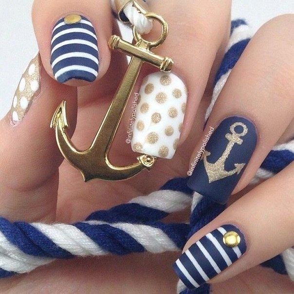 Маникюр в морском стиле