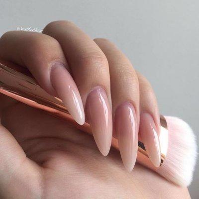 Маникюр телесный на длинные ногти
