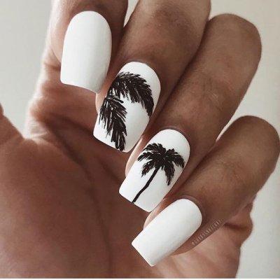 Маникюр белый с пальмами