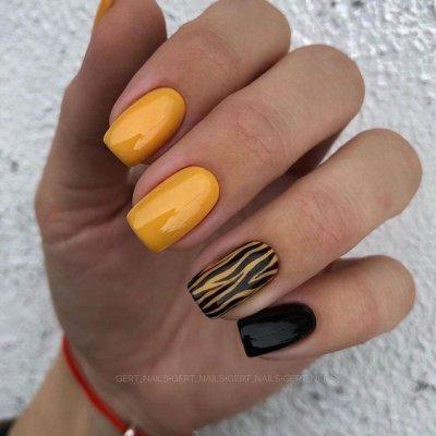 Полосатый желто черный маникюр
