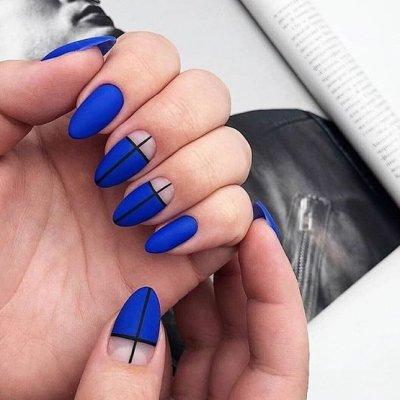 Синий маникюр с полосками