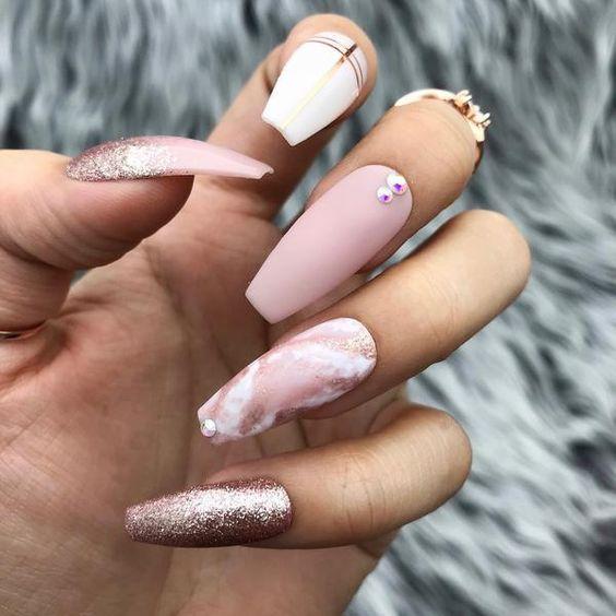 Маникюр розовый на квадратные ногти