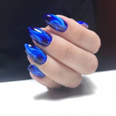 Темно синий маникюр расплывчатый