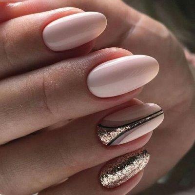 Маникюр розовый с золотом