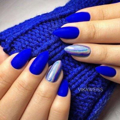Синий маникюр с серебром
