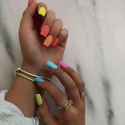 Маникюр яркие цвета