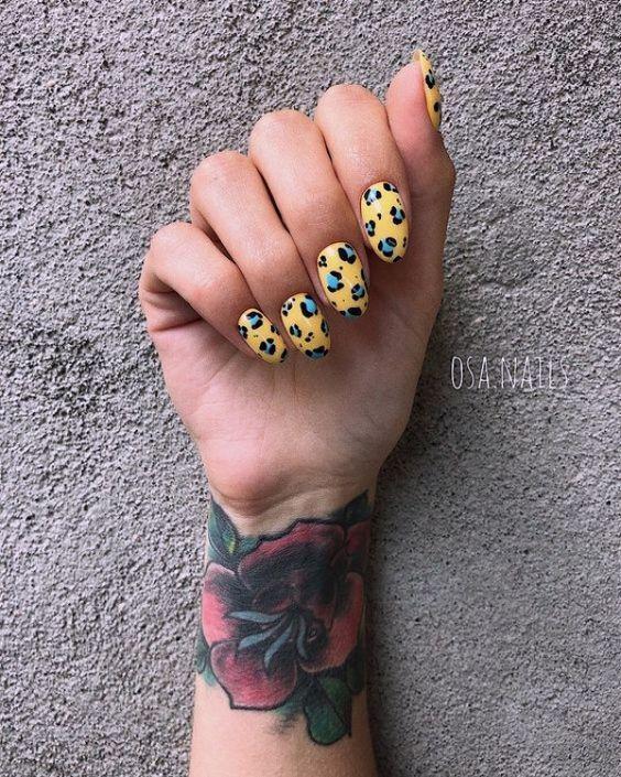 Маникюр желтый с леопардовым принтом