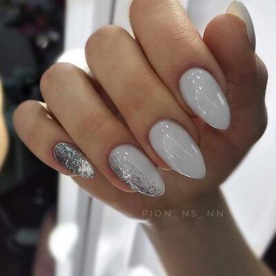Маникюр серый с серебром