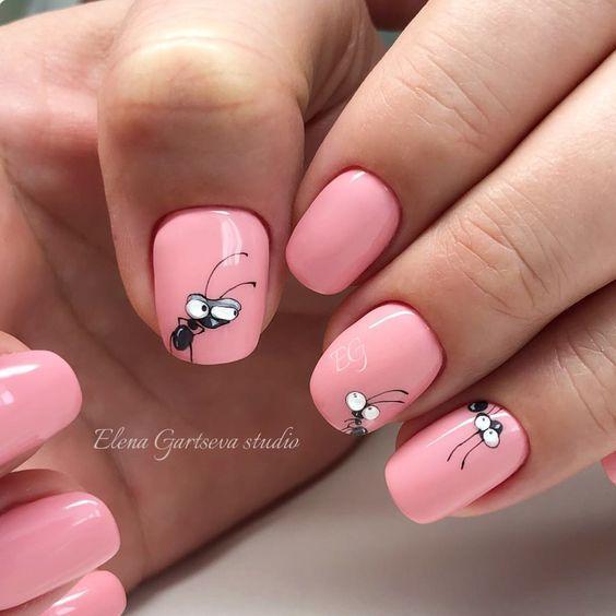Маникюр розовый с муравьями
