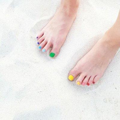 Разноцветный педикюр