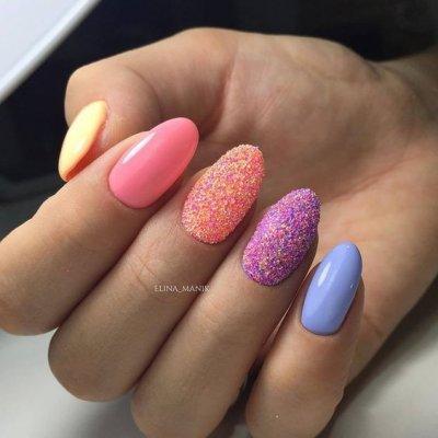 Маникюр разноцветный с песком