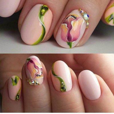 Нежный маникюр с цветами