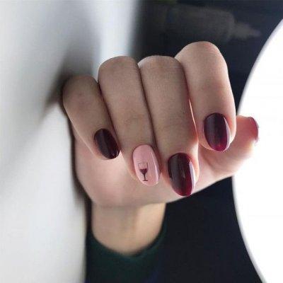 Маникюр бордовый с бокалом