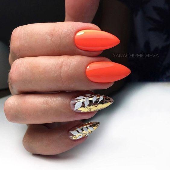 Оранжевый маникюр с фольгой