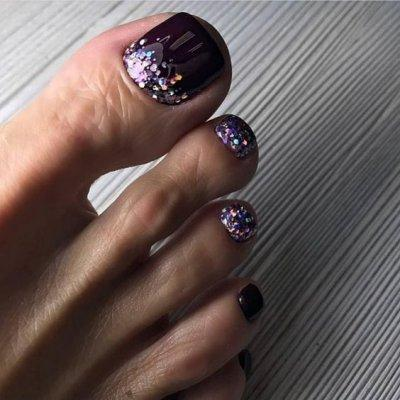 Педикюр фиолетовый