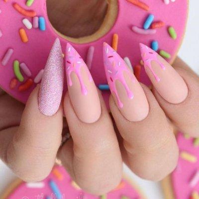 Маникюр сладкий розовый с пончиком