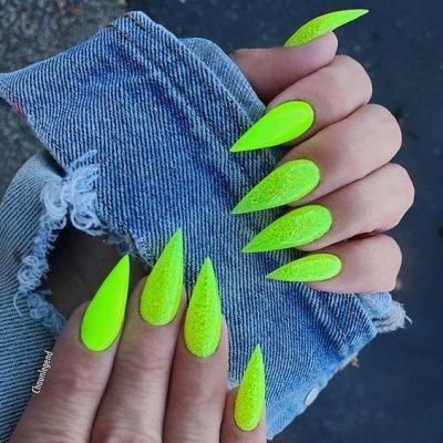 Яркий зеленый маникюр